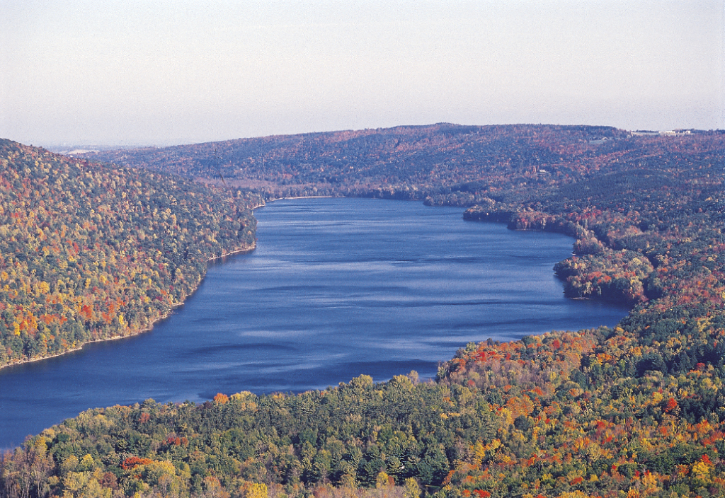 Canadice Lake in the Finger Lakes. Photo by: VisitFingerLakes / Wikimedia Commons