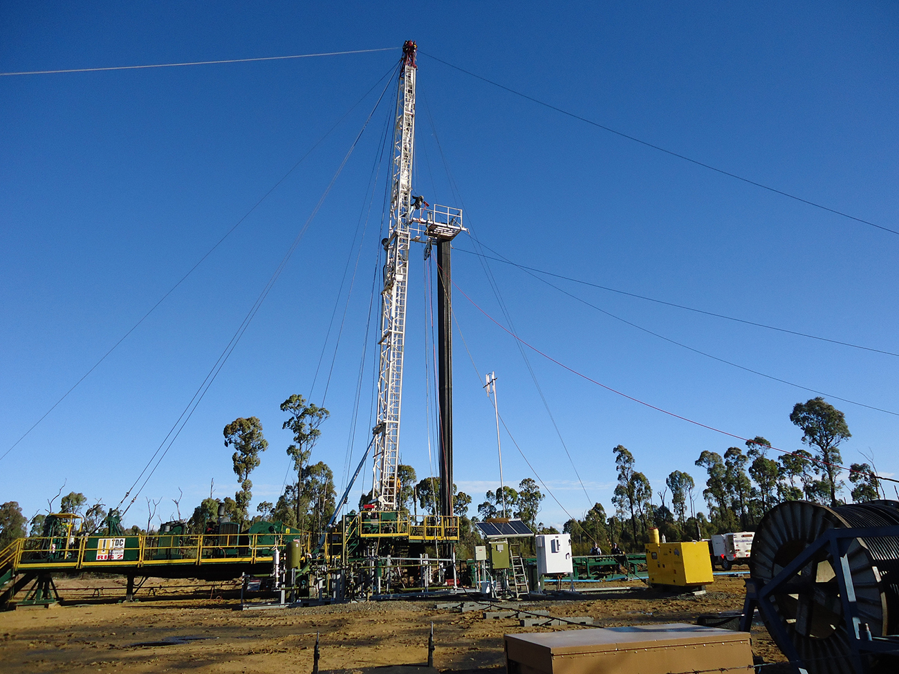 Fracking well. Photo by: Kate Ausburn / Flickr