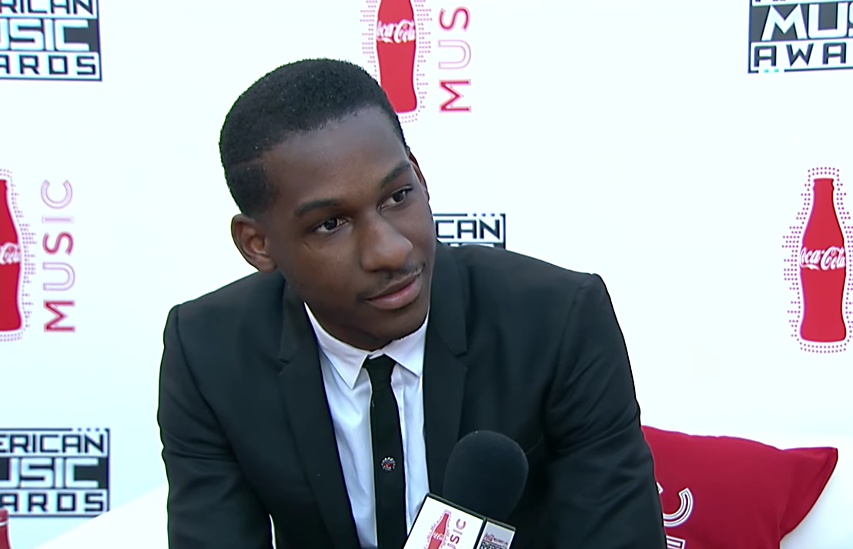 Leon Bridges at the American Music Awards. Photo by: American Music Awards / YouTube