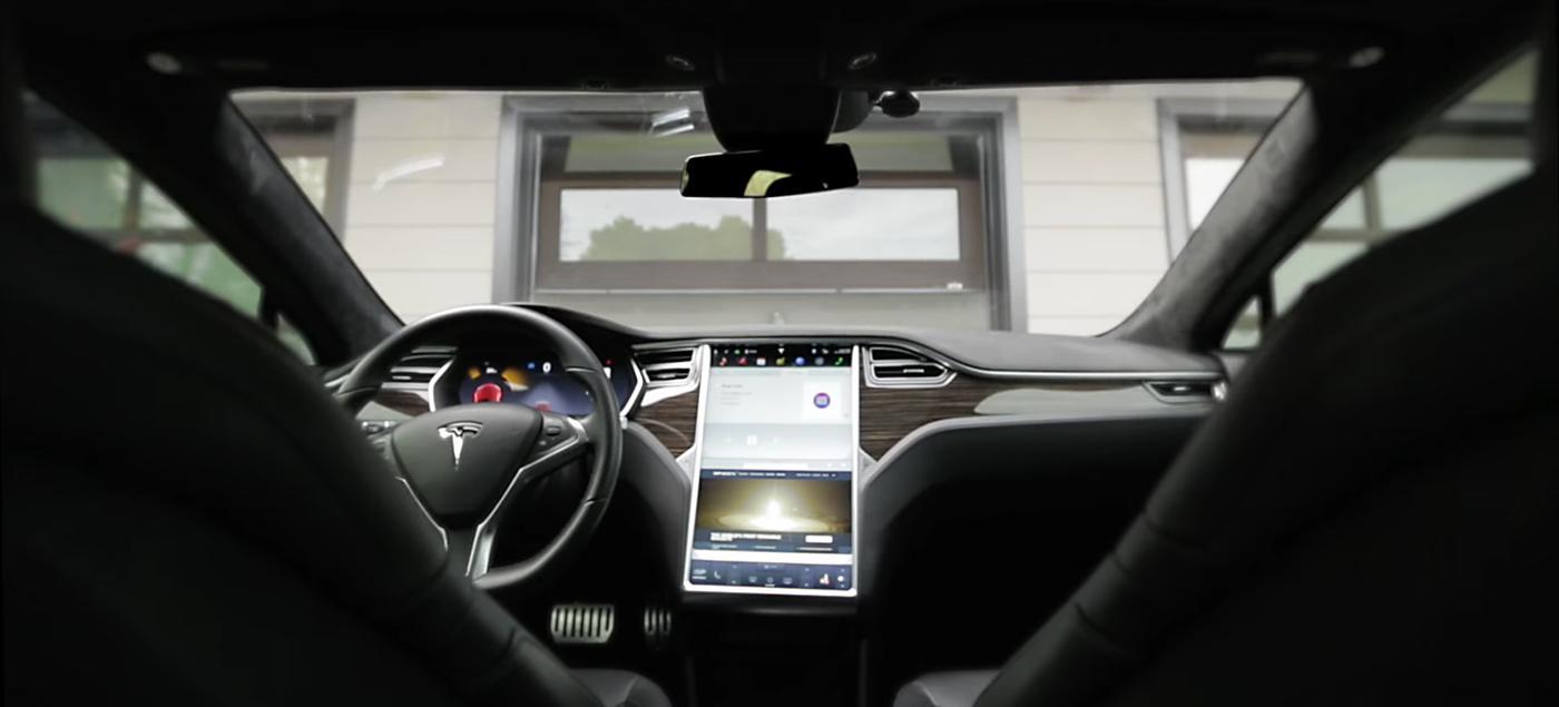 Tesla Motors Summon software. Photo by: Tesla Motors / YouTube