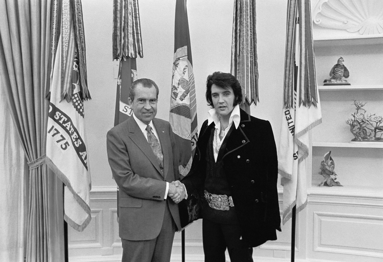 Elvis & Nixon photography from 1970. White House photograph by Ollie Atkins