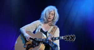 Emmylou Harris, playing in Ahoy, Rotterdam, The Netherlands. Photo by: C. Kuhl / Wikimedia Commons