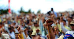 Protestors standing up for their rights. Photo by: Kadena-Cho / Wikimedia Commons