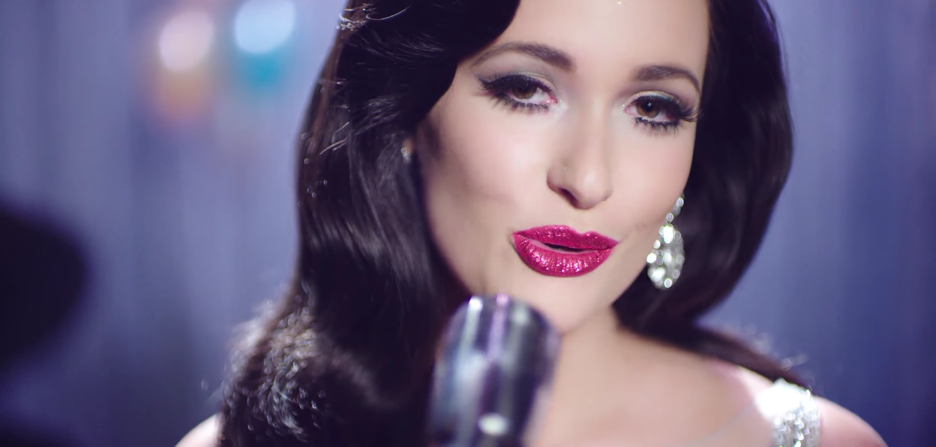 Kacey Musgraves Adds the Warmth to the Holiday Season with New Music