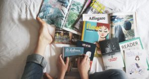 Magazines, books and art compiled together. Photo by: Pexels.com