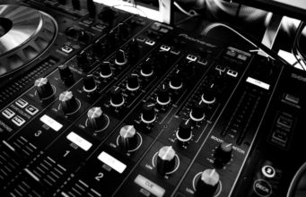 Turntables. Photo by: Pexels.com
