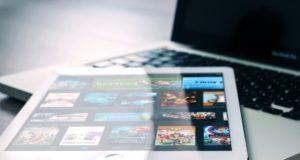 Netflix on a tablet. Photo by: Pexels.com