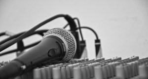 Microphone and a mixing board. Photo by: Pexels.com